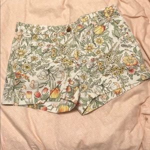 GAP summer short khaki shorts in floral pattern